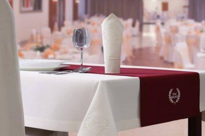 Jak wybrać właściwy obrus na stół?